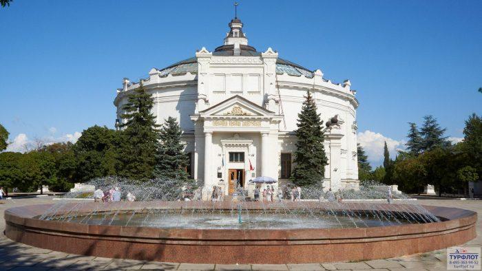 otdih-v-sevastopole---muzej-geroicheskoj-oboroni-i-osvobozhdeniya-sevastopolya_432[1]