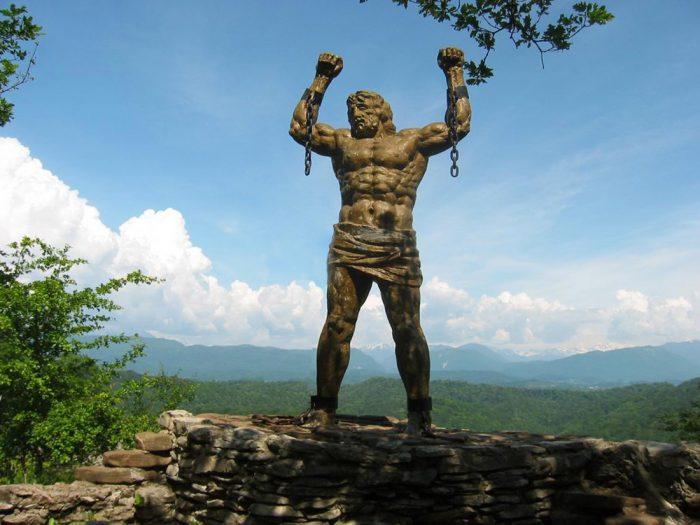 памятник Прометею на Орлиных скалах